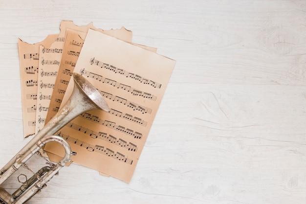 Trompet op bladmuziek