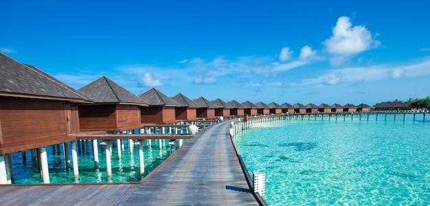 Tropisch eiland van de maldiven met strand