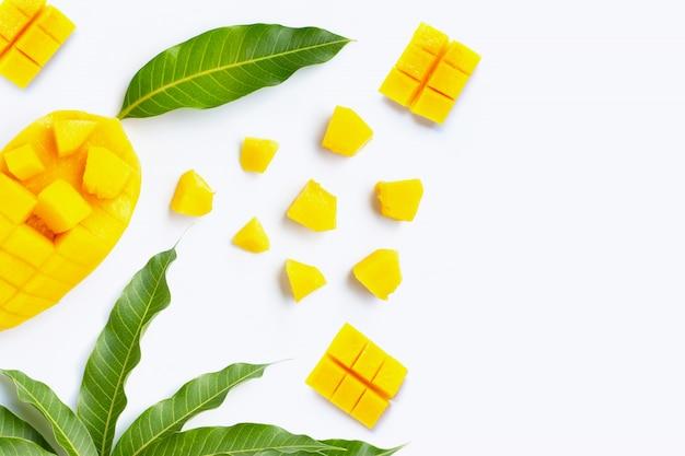 Tropisch fruit, mango op wit
