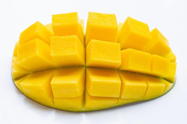 Tropisch fruit, mango op witte achtergrond.