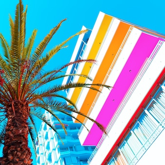 Tropisch leven in kleurrijk. palma en hotel. kunst mode ontwerp