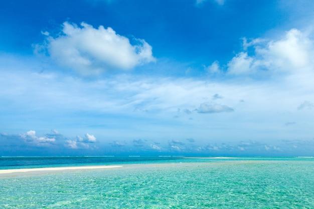 Tropisch paradijslandschap in de maldiven