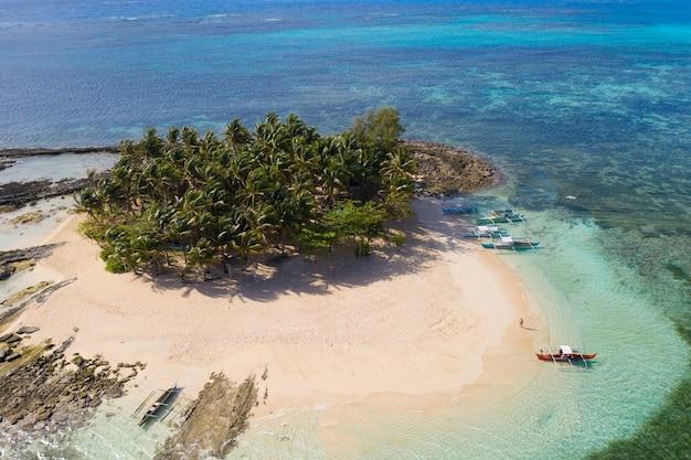 Tropisch strand in de filippijnen, guyam island