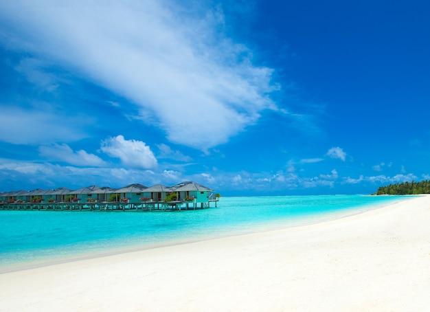 Tropisch strand in de maldiven