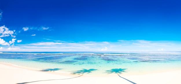 Tropisch strand op samoa