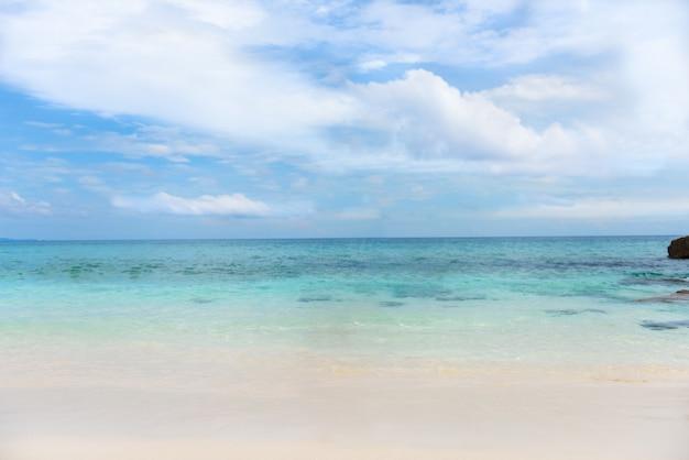 Tropisch strand, similan-eilanden, tachai-eiland, andaman-overzees, thailand