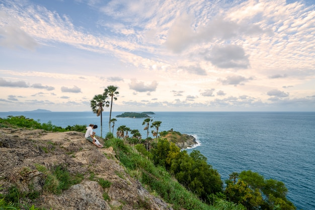 Tropisch zeegezicht, minnaar met mooi uitzicht op promthep cape-meningspunt phuket thailand