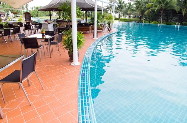 Tropisch zwembad in thailand