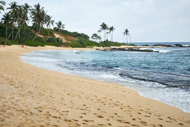 Tropische vakantie op paradise beach van sri lanka