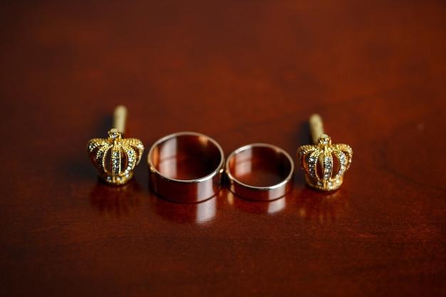 Trouwaccessoires voor heren op de trouwdag