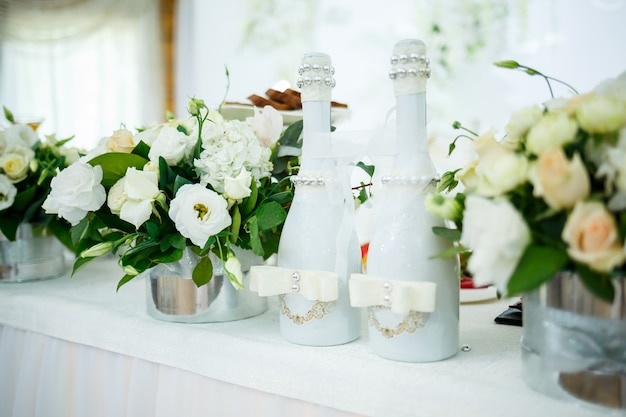 Trouwdecoraties op de trouwdag voor de pasgetrouwden