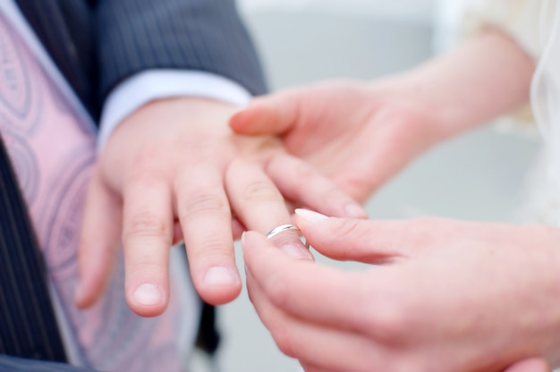 Trouwringen voor verloving van bruid en bruidegom