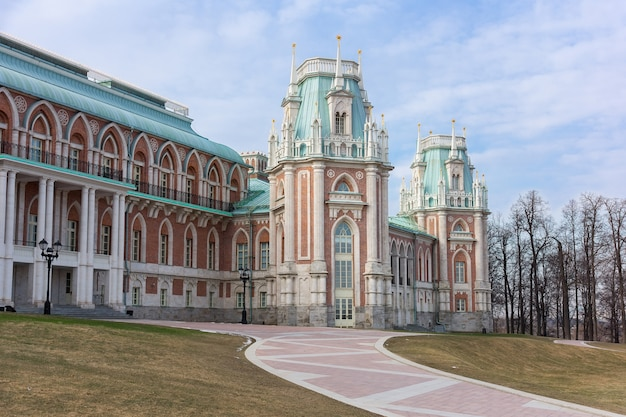 Tsaritsyno museum in het park