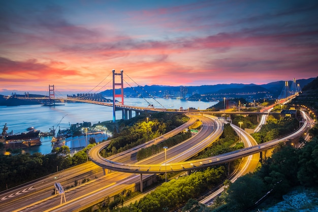 Tsing ma bridge in de stad hong kong