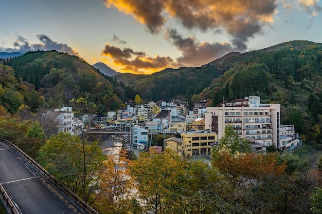 Tsuchiyu onsen in de prefectuur fukushima in het herfstseizoen, tsuchiyu onsen is de beste plaats om de hete lente van tsuchiyu (fukushima) te zoeken
