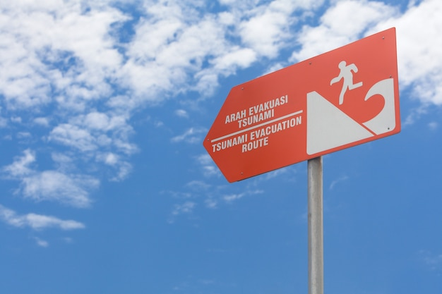 Tsunami oranje waarschuwingsbord