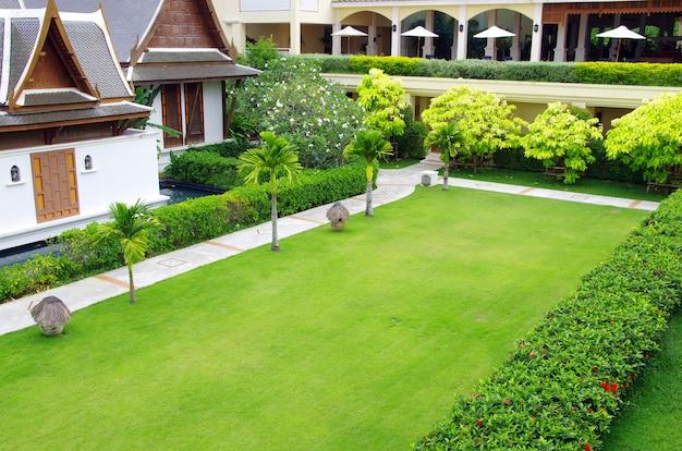 Tuin stenen pad met gras
