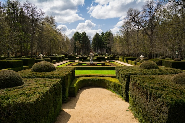 Tuin van koninklijk paleis van la granja de san ildefonso, spanje