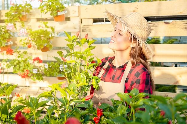Tuinieren tijd, lente hobby buiten vrij en gelukkig