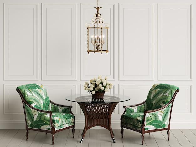 Tuinmeubelen in klassiek interieur. rotan stoelen, tafel, vaas met rozen