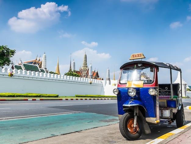 Tuk-tuk, thaise traditionele taxi in bangkok thailand