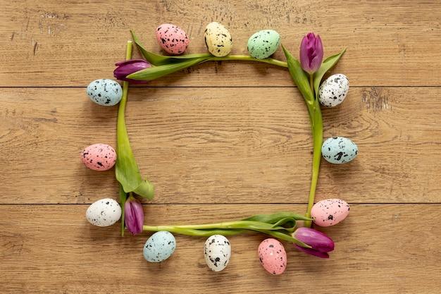 Tulpen en beschilderde eieren frame