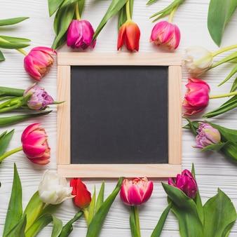 Tulpen rond schoolbord