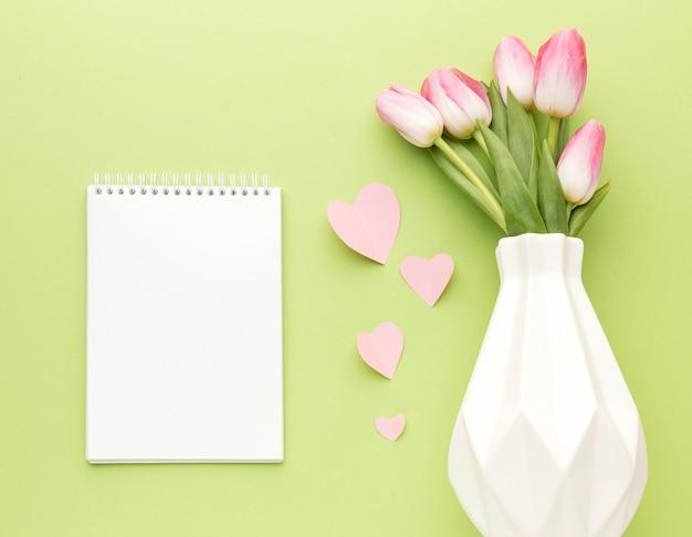 Tulpenboeket in vaas