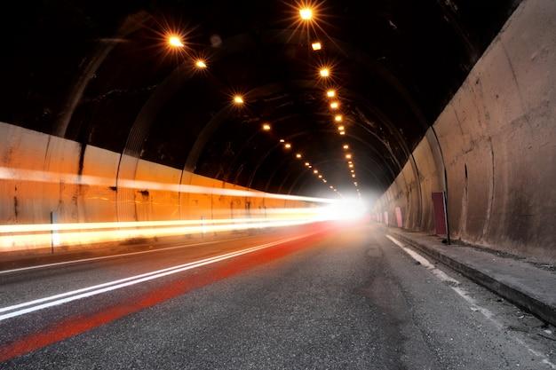 Tunnel met licht