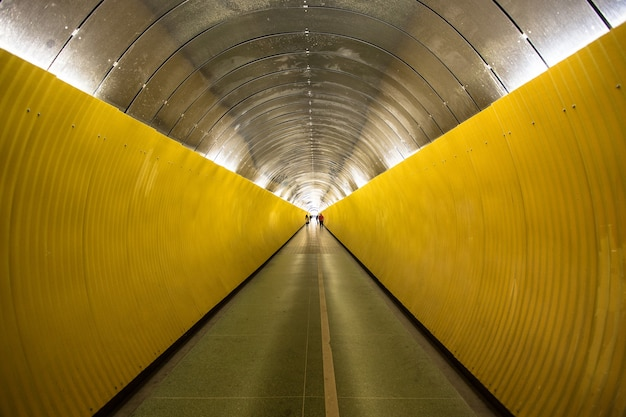 Tunnels met verlichting