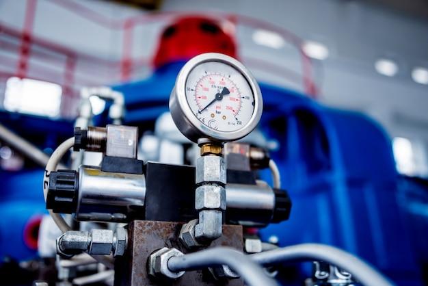 Turbogeneratoren en pijpen