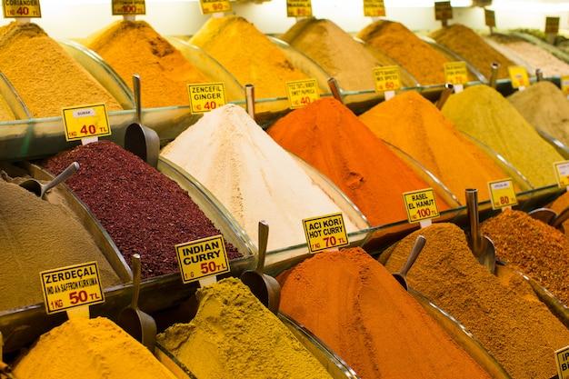 Turkije, istanbul, spice bazaar, turkse kruiden te koop
