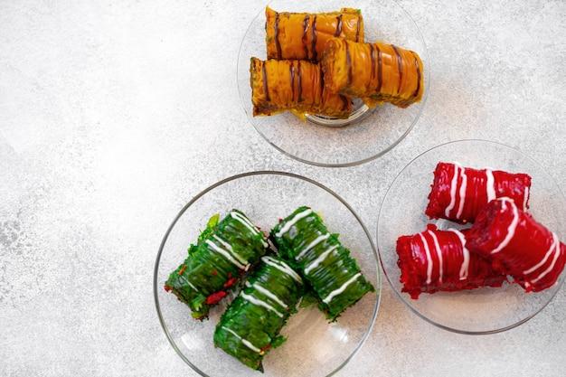 Turks baklava-dessert met honing close-up