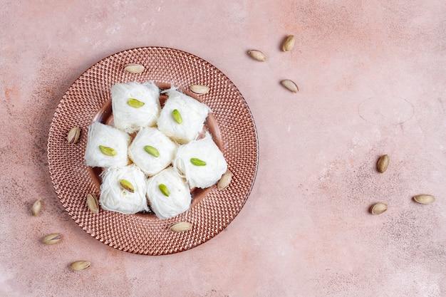 Turkse floss halva pishmanie, suikerspin dessert.