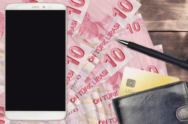 Turkse lira's rekeningen en smartphone met portemonnee en creditcard