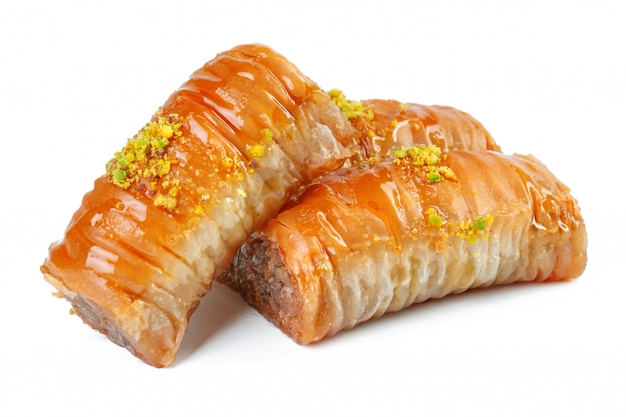 Turkse ramadan dessert baklava die op wit wordt geïsoleerd