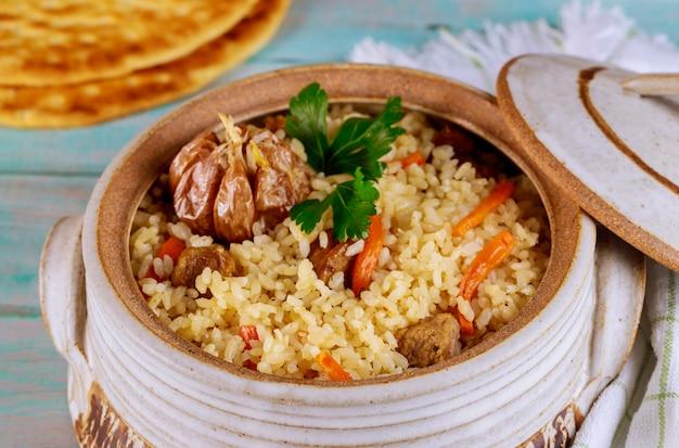 Turkse rijst met groente en vlees.