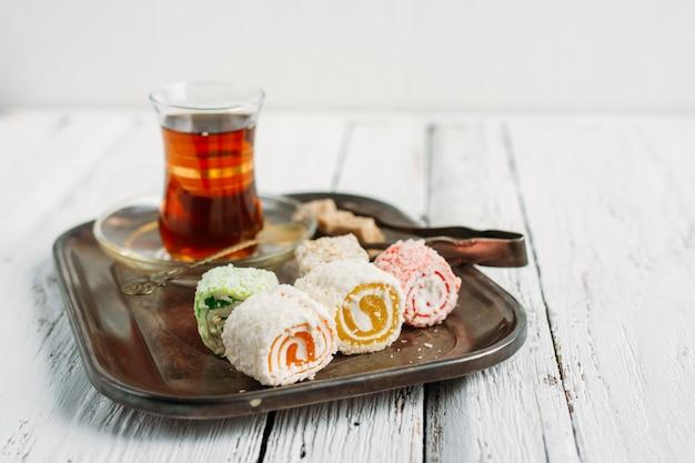 Turkse zoetigheden en thee