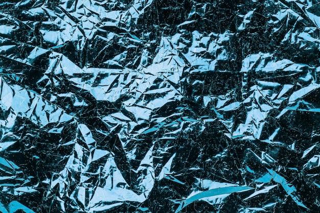 Turquoise achtergrond verfrommeld folie. gestructureerde metalen achtergrond,