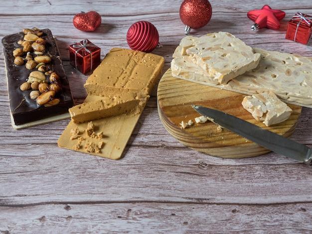 Turron, traditioneel kerstdessert in spanje en italië. amandelnougat, typisch gemaakt van amandel.