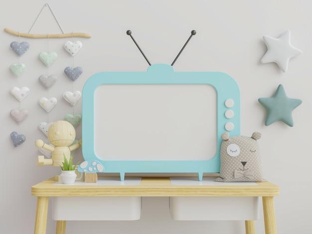 Tv in de kinderkamer met schattige decoratie