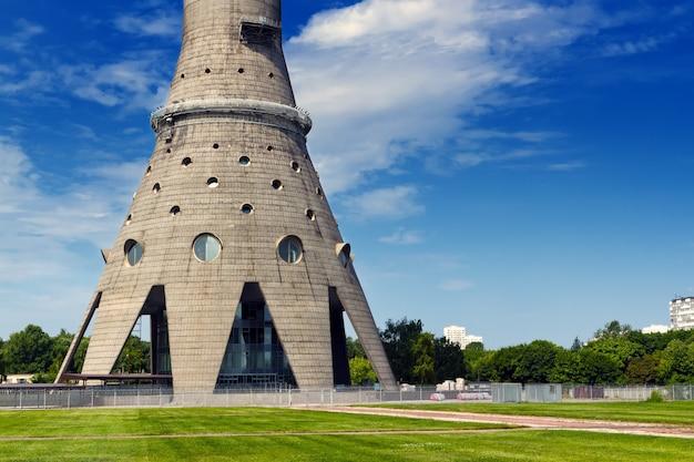 Tv-toren van ostankino in moskou, rusland met een lengte van 540,1 meter (1,77