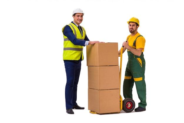 Twee arbeiders die op de witte muur worden geïsoleerd