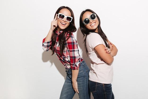 Twee aziatische mooie schattige dames zussen
