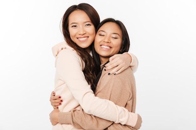 Twee aziatische mooie vrolijke dames