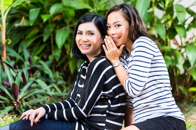 Twee aziatische vriendinnen