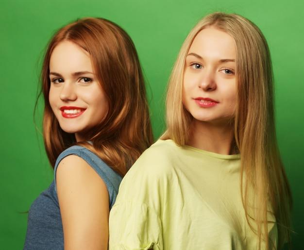Twee beste vrienden van hipstermeisjes