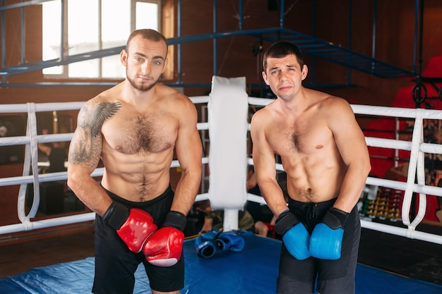 Twee boksers in de ring.