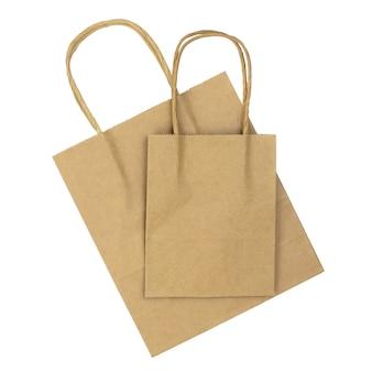 Twee bruine papieren boodschappentassen geïsoleerd op een witte achtergrond