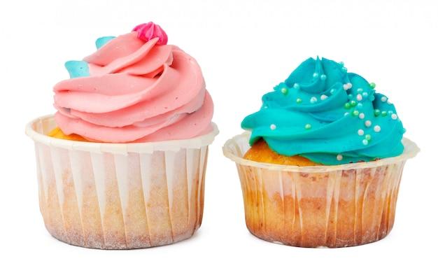 Twee cupcakes die op witte dichte omhooggaand wordt geïsoleerd